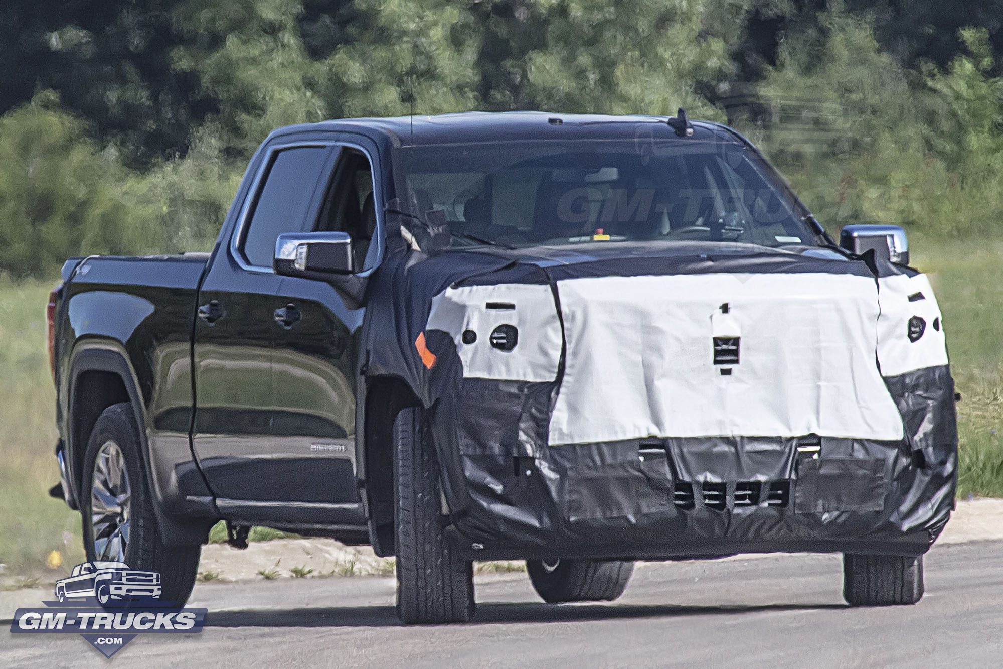 First Look: Facelifted 2022 GMC Sierra Captured!