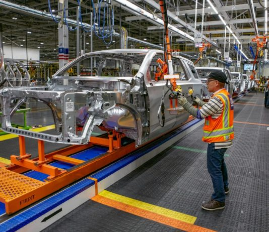 GM Will Convert 650 Temporary Workers To Full-Time This Month